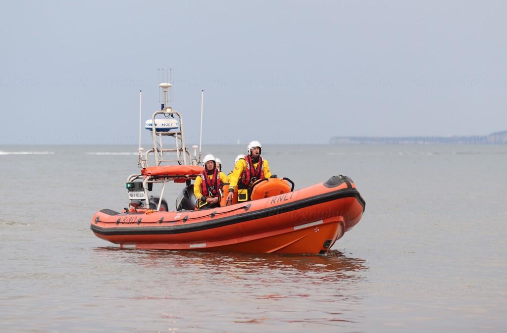 Filey Lifeboat (Pride of Fred Olsen B-913) 28-7-2021 (94).jpg