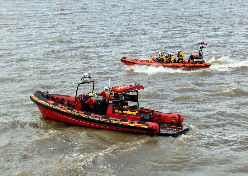 Marine Fire 1 and New Brighton Lifeboat